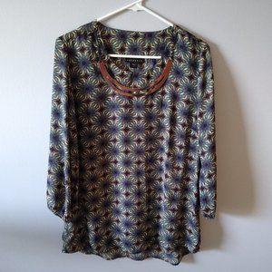 Metaphor necklace blouse